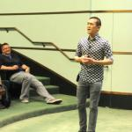 Journalist Ed Yong speaking at the 2016 Michigan Meeting